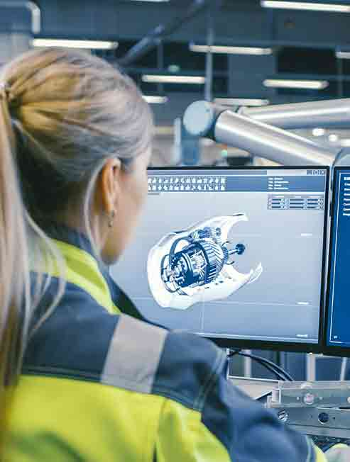Anwenderin-mit-CAD-Software